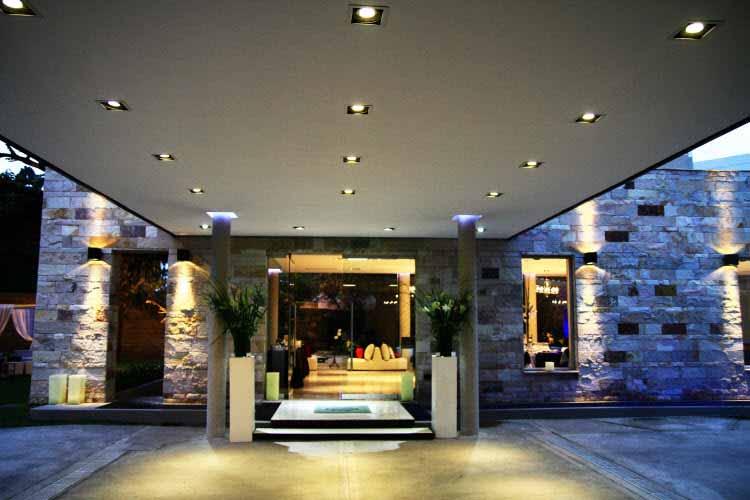 Un salón para eventos en Buenos Aires se ilumina con luminarias LED