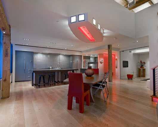Un loft con iluminación LED lleno de colores