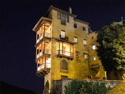 Las Casas Colgadas de Cuenca cuentan con iluminación LED