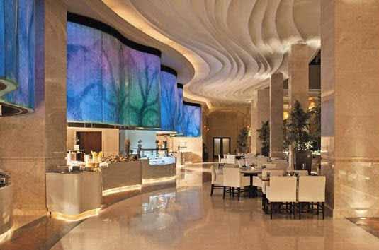 Un hotel con una iluminación de cinco estrellas