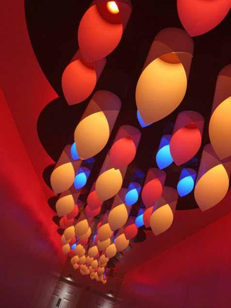 Una instalación LED para el hogar que redefine los espacios de la vida moderna