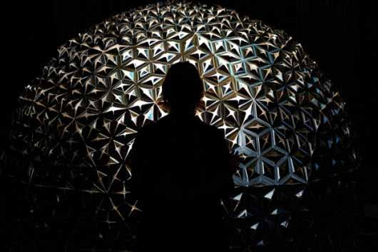 Lotus Dome, una escultura interactiva con un gran juego de luces y sombras