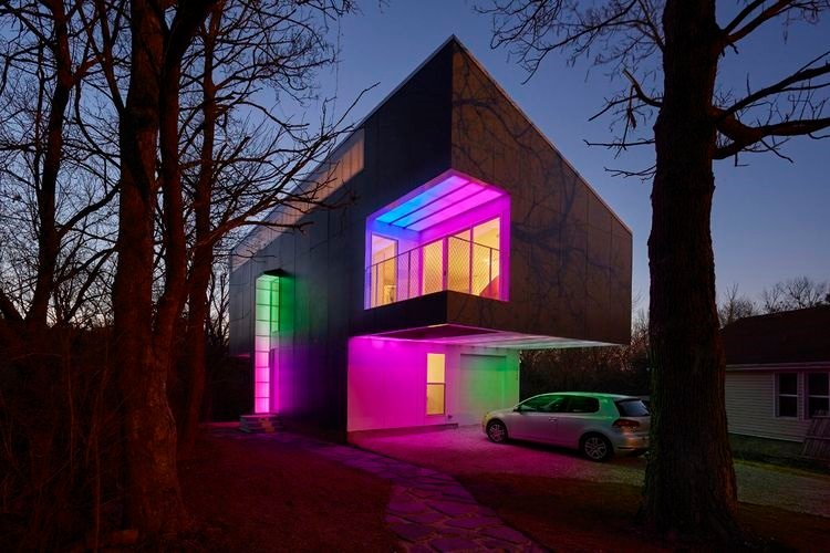 5 casas radiantemente coloreadas