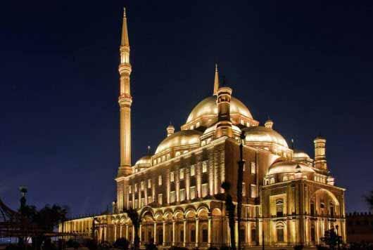 Espectacular iluminación con LED de una mezquita en Egipto