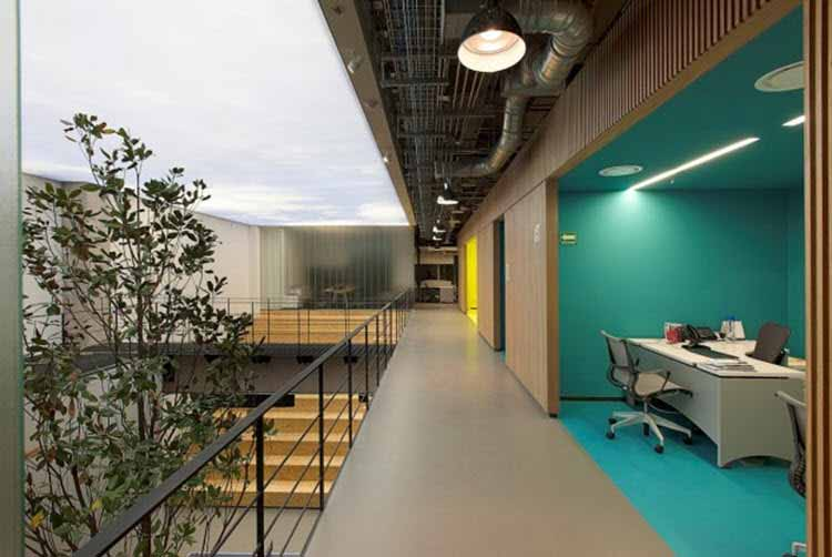 Diseo oficinas modernas stunning hir casa diseo de for Iluminacion oficinas modernas