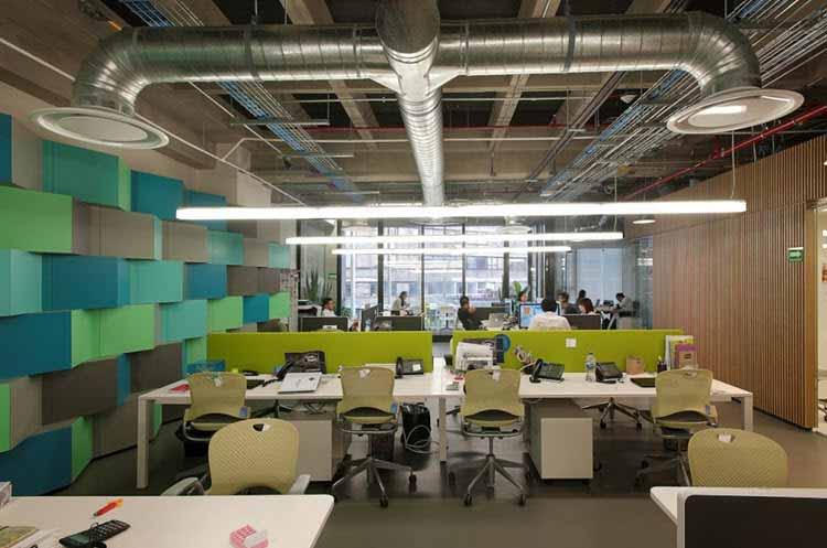Una oficina moderna muestra su nuevo dise o e iluminaci n for Como disenar una oficina moderna