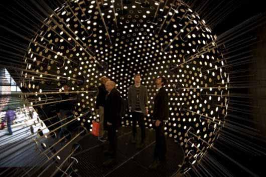 Una esfera con 1.400 luminarias OLED