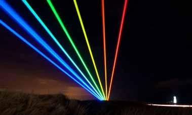 Instalación de luz del Arco Iris Mundial en el noreste de Inglaterra
