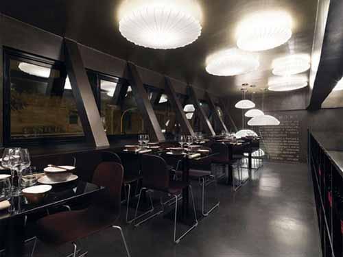 Iluminan el nuevo restaurante W.O.K. de Roma