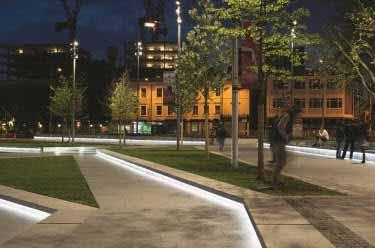 Líneas de luz sobre el piso de un parque dan vida y seguridad a la zona