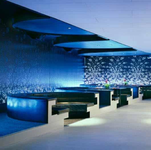 Un restaurante de día, una discoteca de noche sólo cambiando la iluminación