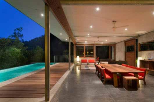 Una construcción en la montaña con el diseño y la iluminación más modernos