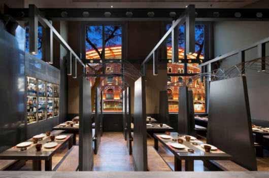 Un restaurante tradicional japonés se ilumina con lo último en iluminación