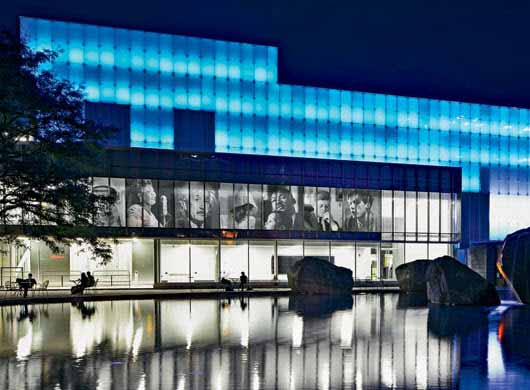 Una gran fachada a puro LED para ésta universidad