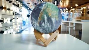 180 Grados - EARTH - Lámpara de Escritorio
