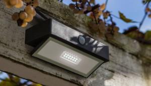 Lámpara Lutec | Luz LED Solar con Detector de Movimiento - P9106