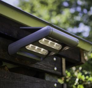 Lámpara Lutec | Luz LED Solar con Detector de Movimiento - P6144S